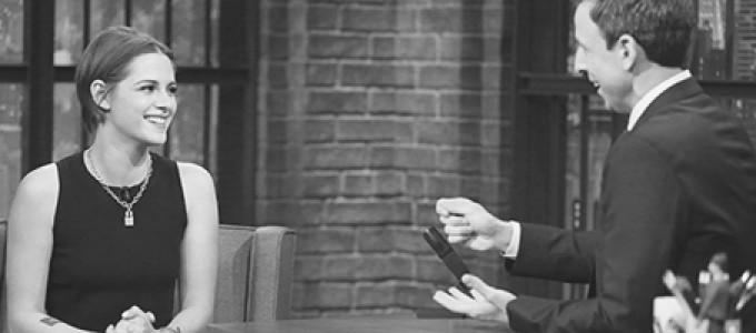 Cobertura: Kristen no programa 'Late Night with Seth Meyers' hoje