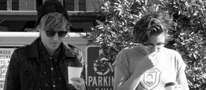 Galeria: Kristen comprando café em Los Angeles
