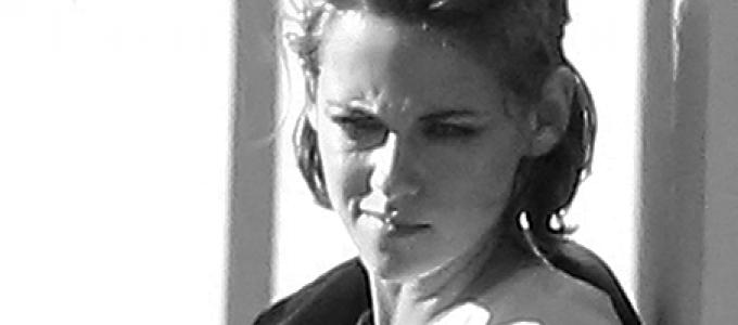 Kristen é fotografada durante um photoshoot, em Los Angeles, ontem