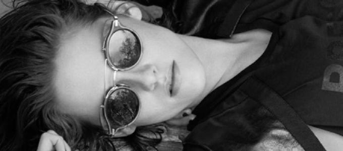 Scans + Entrevista: Kristen conversa com Juliette Lewis na ELLE UK de setembro