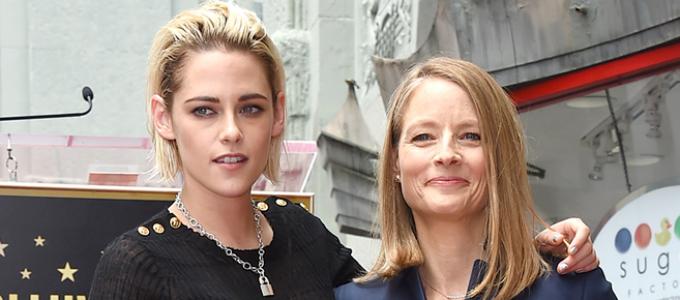 Kristen faz homenagem para Jodie Foster na Calçada da Fama