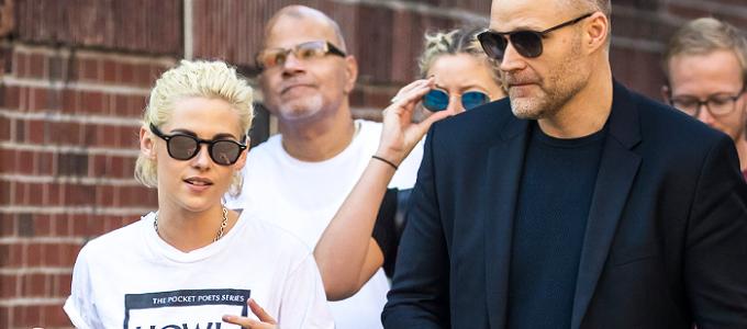 Galeria: Kristen passeando com amigos em Nova York