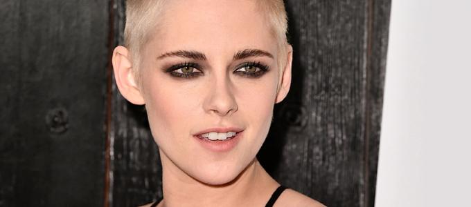 Kristen comparece a premiere de Personal Shopper em Los Angeles