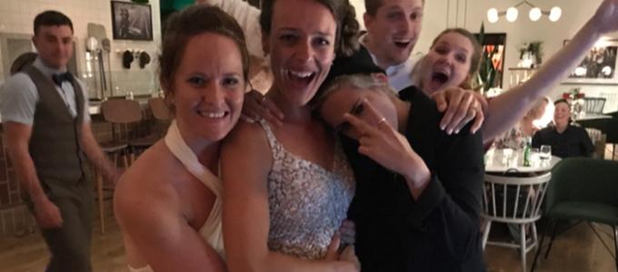 Kristen Stewart invade casamento no Canadá