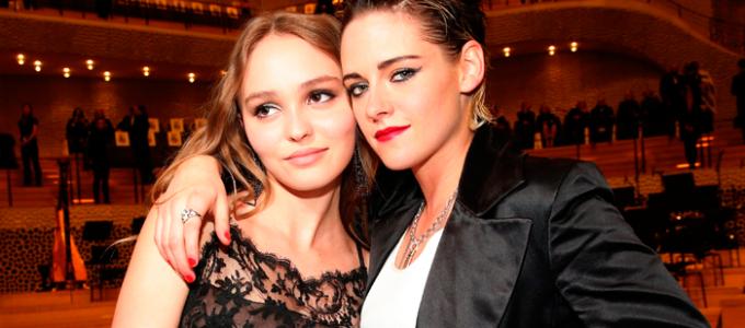 Kristen Stewart entrevista Lily-Rose Depp para a V Magazine