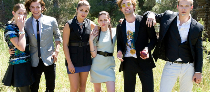 #Twilight10th: Elenco de Crepúsculo fala sobre Kristen Stewart e Robert Pattinson