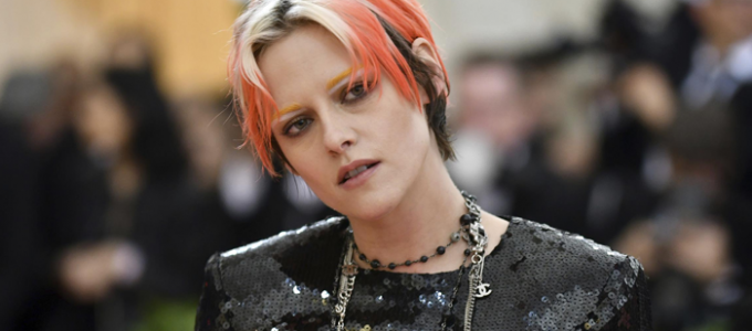Como Kristen Stewart terminou com o cabelo neon no Met Gala 2019