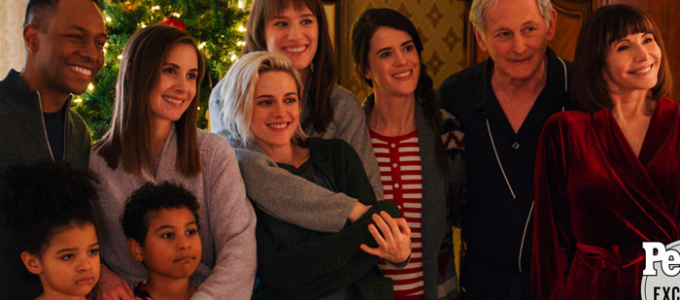 Revista People divulga as primeiras fotos de Happiest Season com Kristen Stewart