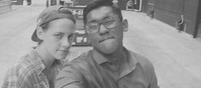 Nova/velha foto de Kristen com fã na festa de encerramento de Equals