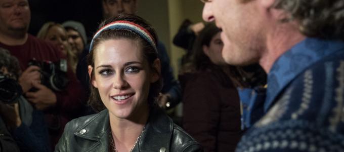 Kristen fala com a E! News sobre 'Come Swim'