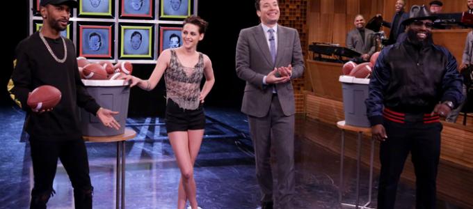 Kristen Stewart participa do The Tonight Show Starring Jimmy Fallon