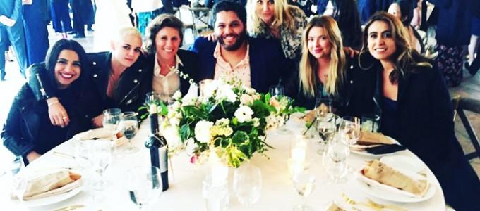 Kristen comparece ao casamento de Ruth Bernstein