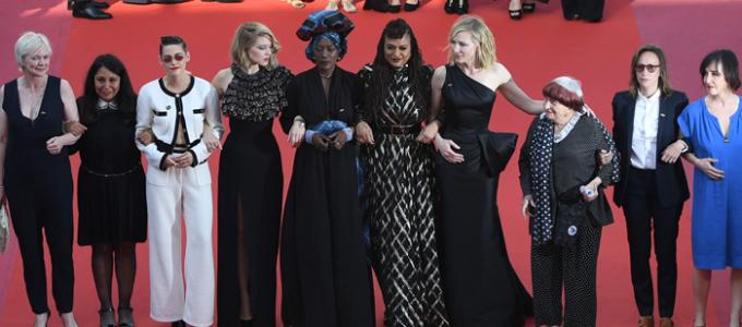 Cannes dia 5: Kristen comparece a premiere de Girls of the Sun em Cannes