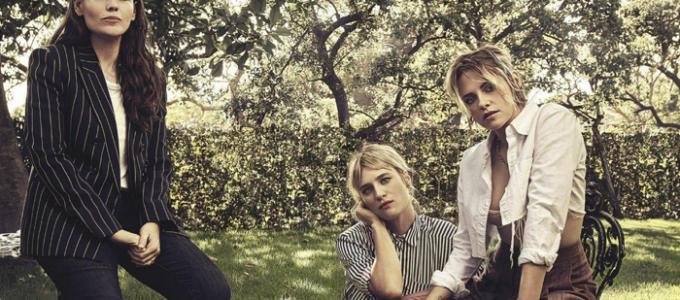 Kristen Stewart, Mackenzie Davis e Clea DuVall falam sobre Happiest Season na VOGUE Austrália