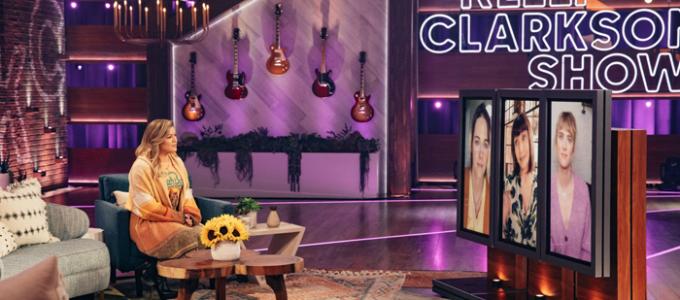 VÍDEOS LEGENDADOS: Kristen Stewart e o elenco de Happiest Season no The Kelly Clarkson Show