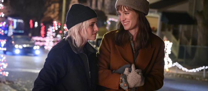 Kristen Stewart e Mackenzie Davis respondem por que Happiest Season é importante