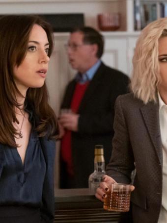 Aubrey Plaza fala sobre trabalhar com Kristen Stewart em Happiest Season