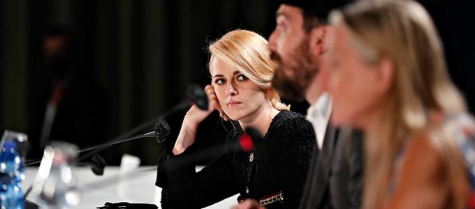 Kristen Stewart fala sobre Spencer na conferência de imprensa em Veneza